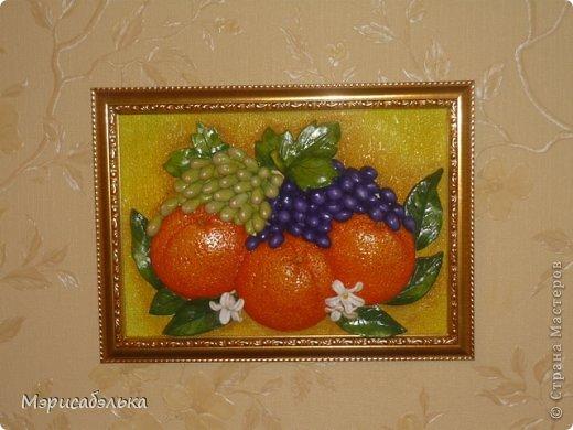 Всем привет!!!!Вот такие апельсинки налепились у меня на заказ для хорошей знакомой.Будут украшать кухню в паре с раками.Размер работы 21 на 30. фото 2