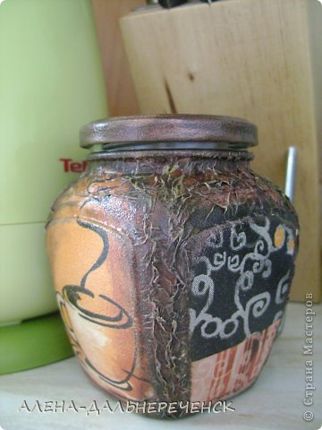 В работе использовала салфетку, акриловые краски и лак. фото 2