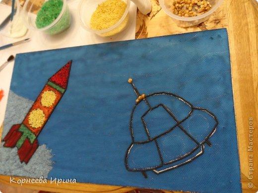 В детский сад на день космонавтики мы смастерили вот такую ракету. Спасибо Ольге Зимовой за идею http://stranamasterov.ru/user/55583 всем очень понравилось и дети с удовольствием помогали фото 7