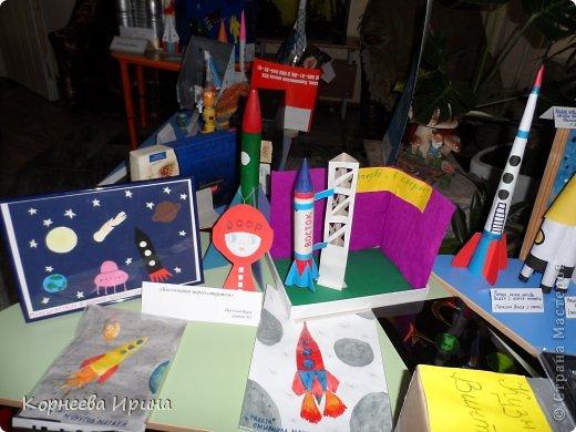 В детский сад на день космонавтики мы смастерили вот такую ракету. Спасибо Ольге Зимовой за идею http://stranamasterov.ru/user/55583 всем очень понравилось и дети с удовольствием помогали фото 11