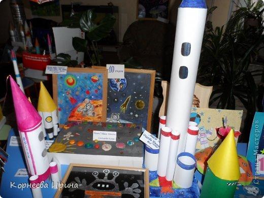В детский сад на день космонавтики мы смастерили вот такую ракету. Спасибо Ольге Зимовой за идею http://stranamasterov.ru/user/55583 всем очень понравилось и дети с удовольствием помогали фото 10