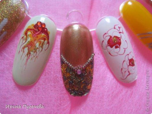 Вот такую палитру с ногтями я у себя нашла(вторая куда то пропала). Очень мне нравилось это занятие-роспись ногтей. А сейчас маленький ребенок-времени не хватает, да и лаком при нем вонять не хочется.. фото 5