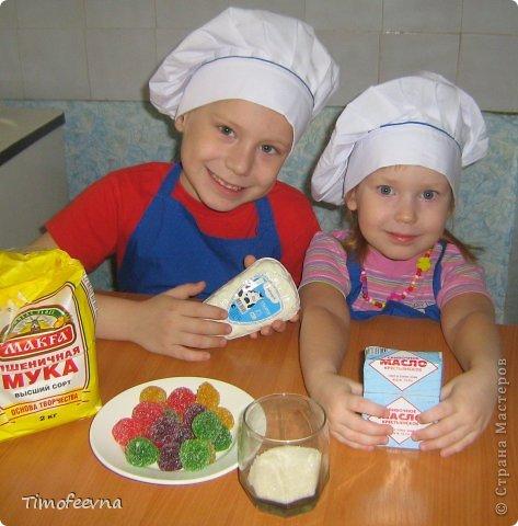 """Привет всем заглянувшим на огонёк! Сегодня двое начинающих и очень юных пекарей покажут вам интересный, яркий и вкусненький мастер-класс по приготовлению творожного печенья """"Светофор"""" (так они его сами назвали) фото 2"""