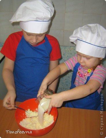 """Привет всем заглянувшим на огонёк! Сегодня двое начинающих и очень юных пекарей покажут вам интересный, яркий и вкусненький мастер-класс по приготовлению творожного печенья """"Светофор"""" (так они его сами назвали) фото 5"""