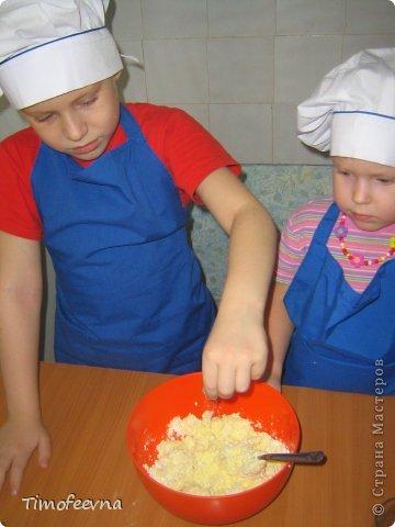 """Привет всем заглянувшим на огонёк! Сегодня двое начинающих и очень юных пекарей покажут вам интересный, яркий и вкусненький мастер-класс по приготовлению творожного печенья """"Светофор"""" (так они его сами назвали) фото 6"""