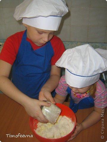 """Привет всем заглянувшим на огонёк! Сегодня двое начинающих и очень юных пекарей покажут вам интересный, яркий и вкусненький мастер-класс по приготовлению творожного печенья """"Светофор"""" (так они его сами назвали) фото 7"""