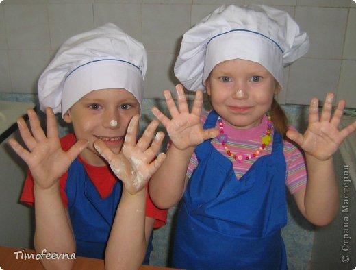 """Привет всем заглянувшим на огонёк! Сегодня двое начинающих и очень юных пекарей покажут вам интересный, яркий и вкусненький мастер-класс по приготовлению творожного печенья """"Светофор"""" (так они его сами назвали) фото 8"""