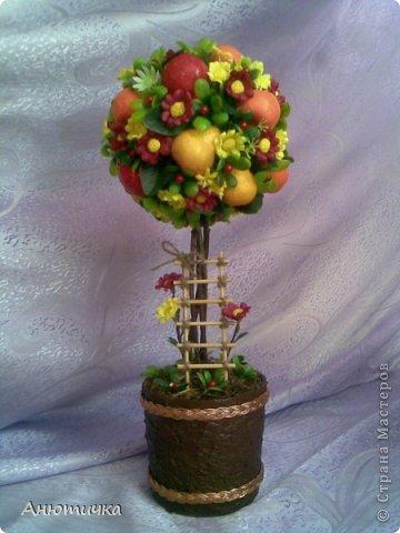 Вот попробовала сделать новые деревья. Первое деревце фруктовое. Жолко что с фотографией не повезло, не передает яркость фруктов.