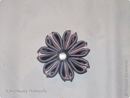 Мастер-класс Цумами Канзаши МК - Канзаши новый лепесток + цветок  Бусинки Клей Ленты Нитки фото 1