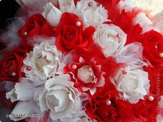 """Здравствуйте,жители страны мастеров! Вот наконец то смастерила дочери букет в подарок на день рождения. Розы из гофрированной бумаги делала в первые,до этого работала с органзой и тканью,да еще делала розы из атласных лент. Спасибо Свете Мотюль,Анне Марцевой Анастасии Резуновой, розы делала по их МК.(они получились все разные) . Еще отдельное спасибоХристине Гуменюк,которая собрала в своемМК"""" Цветы... как я их делала"""" все ссылки на МК по изготовлению цветов. фото 7"""
