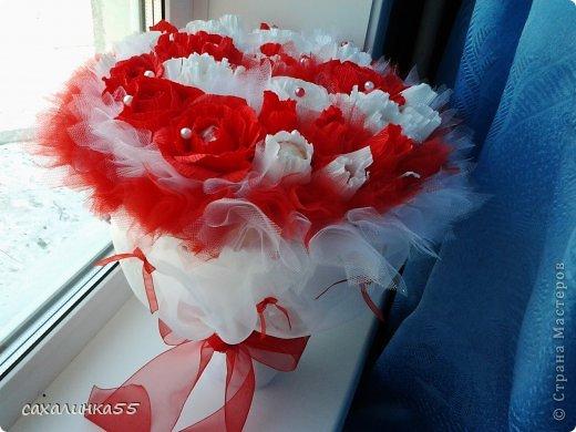 """Здравствуйте,жители страны мастеров! Вот наконец то смастерила дочери букет в подарок на день рождения. Розы из гофрированной бумаги делала в первые,до этого работала с органзой и тканью,да еще делала розы из атласных лент. Спасибо Свете Мотюль,Анне Марцевой Анастасии Резуновой, розы делала по их МК.(они получились все разные) . Еще отдельное спасибоХристине Гуменюк,которая собрала в своемМК"""" Цветы... как я их делала"""" все ссылки на МК по изготовлению цветов. фото 12"""