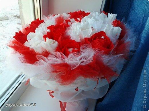 """Здравствуйте,жители страны мастеров! Вот наконец то смастерила дочери букет в подарок на день рождения. Розы из гофрированной бумаги делала в первые,до этого работала с органзой и тканью,да еще делала розы из атласных лент. Спасибо Свете Мотюль,Анне Марцевой Анастасии Резуновой, розы делала по их МК.(они получились все разные) . Еще отдельное спасибоХристине Гуменюк,которая собрала в своемМК"""" Цветы... как я их делала"""" все ссылки на МК по изготовлению цветов. фото 4"""