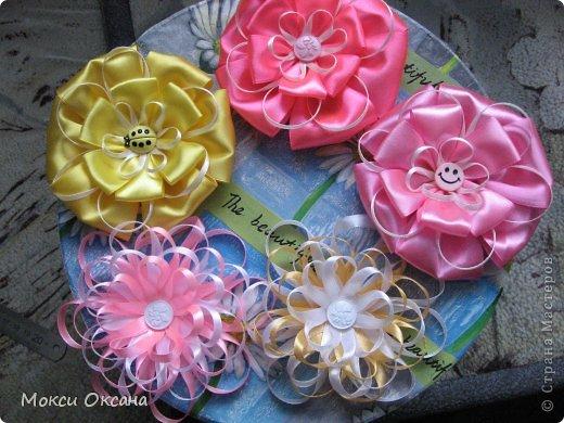 Цветы из атласных лент на шапку своими руками