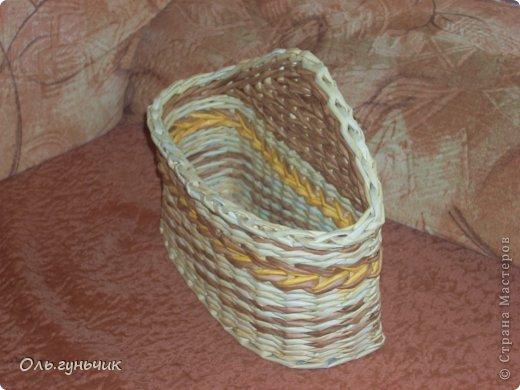 Здравствуйте всем, кто заглянул ко мне в гости!!! Вот сплелась корзинка для мусора, только вот нерасчитала размеры и получилась она крупновата... значит будет повод сплести еще одну))) А пока покажу эту. фото 32