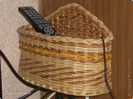 Здравствуйте всем, кто заглянул ко мне в гости!!! Вот сплелась корзинка для мусора, только вот нерасчитала размеры и получилась она крупновата... значит будет повод сплести еще одну))) А пока покажу эту. фото 36