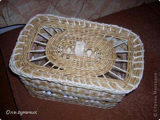 Здравствуйте всем, кто заглянул ко мне в гости!!! Вот сплелась корзинка для мусора, только вот нерасчитала размеры и получилась она крупновата... значит будет повод сплести еще одну))) А пока покажу эту. фото 8