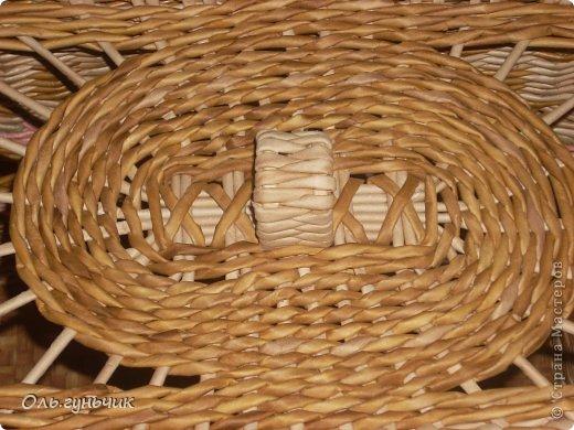 Здравствуйте всем, кто заглянул ко мне в гости!!! Вот сплелась корзинка для мусора, только вот нерасчитала размеры и получилась она крупновата... значит будет повод сплести еще одну))) А пока покажу эту. фото 5
