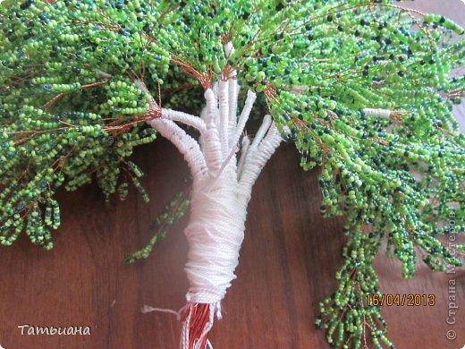 Здравствуйте дорогие мои! Решила поделиться своим небольшим опытом в бисероплетении. Буду рада если пригодится. Высота деревца вместе с подставкой 30 см. В своем рассказе особое внимание уделила сборке дерева. Ведь от того как соберешь дерево будет зависеть конечный результат. фото 7