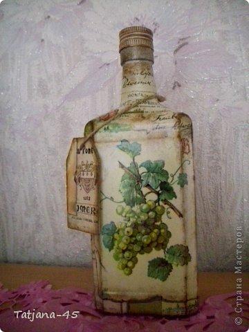 При декупаже бутылки покрывать лаком