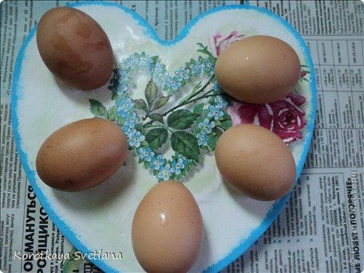 Дорогие, мои спешу поделиться в преддверии праздника Пасхи, как я методом проб и ошибок сделала тарелочки для яиц. А началось все с того, что мне на выставке к Пасхе (я ее показывала) вместе с грамотами подарили керамическую тарелку для яиц расписанную вручную.  И тут , как говорится, мысли посетили мою голову. А почему бы не сделать тарелочки из гипса. И вот результат моих изысканий. фото 1