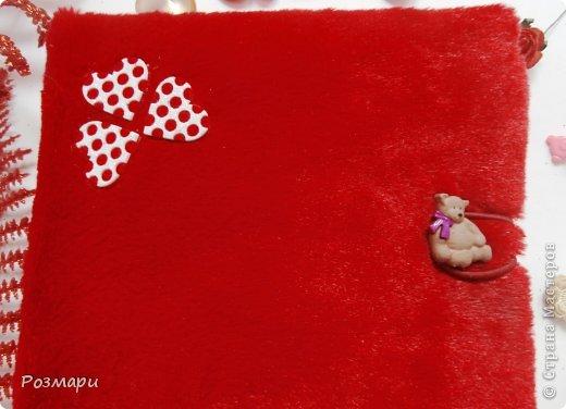 Красный альбом из искусственного меха в подарок малышке, день Рождения которой летом. Размер 15 на 15 см, 5 листов фото 2