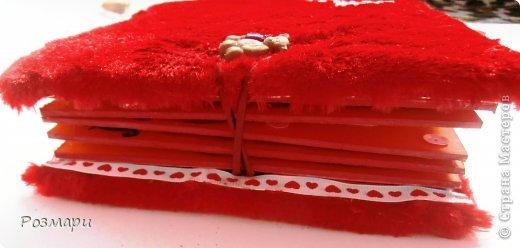 Красный альбом из искусственного меха в подарок малышке, день Рождения которой летом. Размер 15 на 15 см, 5 листов фото 10
