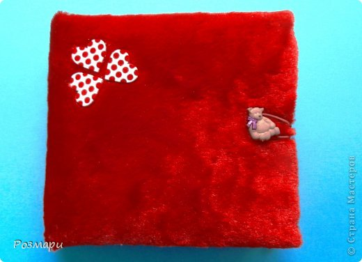 Красный альбом из искусственного меха в подарок малышке, день Рождения которой летом. Размер 15 на 15 см, 5 листов фото 12