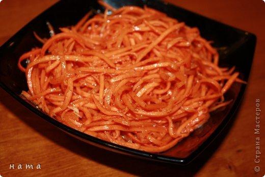 Хочу поделиться с вами рецептом морковки, быстро, вкусно, без уксуса, без жарки, сразу можно ставить на стол. Весь процесс, вместе с мытьем рук для фотографирования занял 15 минут фото 1