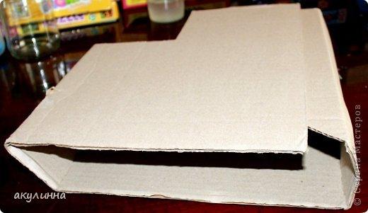 Подарочная коробочка, захотелось сделать  минимум деталей.  Основа  очень плотный картон, обклееный бумагой для эскизов, цветки с магазина. фото 6