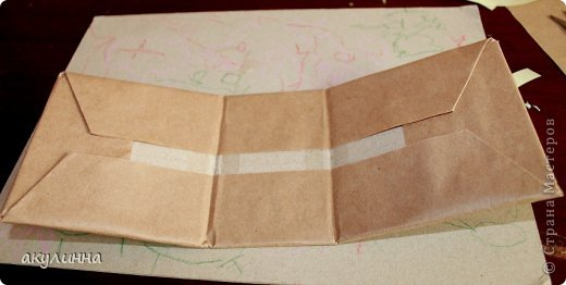 Подарочная коробочка, захотелось сделать  минимум деталей.  Основа  очень плотный картон, обклееный бумагой для эскизов, цветки с магазина. фото 11