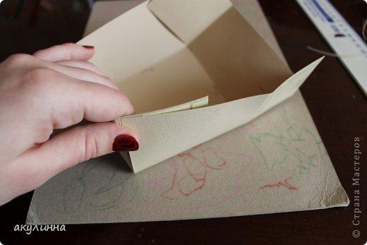 Подарочная коробочка, захотелось сделать  минимум деталей.  Основа  очень плотный картон, обклееный бумагой для эскизов, цветки с магазина. фото 15