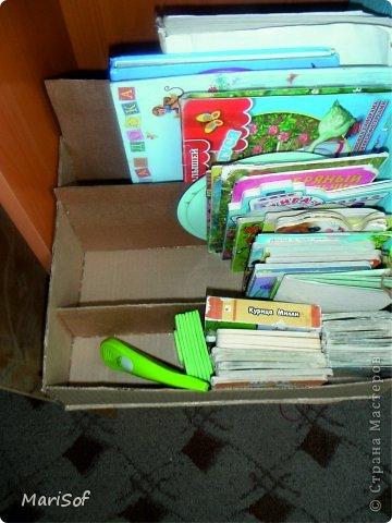 По тихоньку переезжают наши игрушки на новый стеллаж. Сделала органайзер для книг. оформить не успела. Дочка сразу побежала прибирать. фото 2