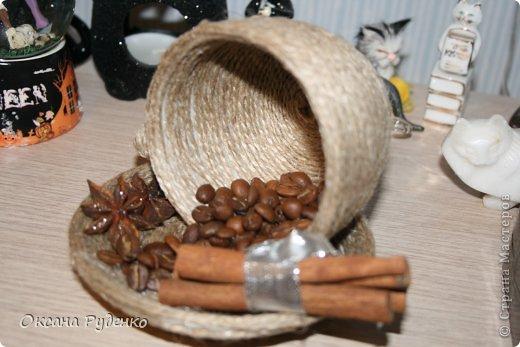 Кофеюшка. ЦВеты розочки из ленты, сердечки нарисованы молотым кофе фото 8