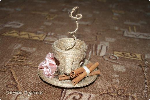 Кофеюшка. ЦВеты розочки из ленты, сердечки нарисованы молотым кофе фото 2