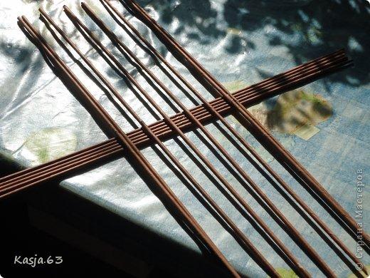 Плетение Ещё один способ плетения овального дна дно сплетённое таким способом не ведёт Трубочки бумажные фото 1