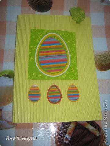 Накрутила эти яйца из картона в технике квиллинг, добавила с помощью термопистолета украшения в виде ленточек и паеток.  фото 4