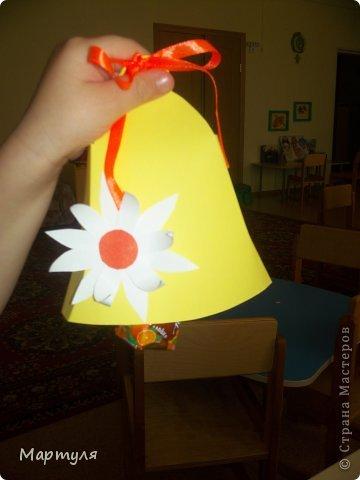 """Выпускные бывают не только в школе, но еще и в детском саду))). У нас в этом году выпускается 3 группы!!! И мы (""""Малыши"""" название группы ) должны подготовить подарки для подготовишек. Конечно участие детей подать конфету (не всегда конфета доходила)))). Идею слямзила здесь http://stranamasterov.ru/node/75267?c=favorite, http://stranamasterov.ru/node/539583?c=favorite Надоели каждый год закладки... А здесь красота... фото 7"""
