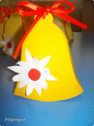 """Выпускные бывают не только в школе, но еще и в детском саду))). У нас в этом году выпускается 3 группы!!! И мы (""""Малыши"""" название группы ) должны подготовить подарки для подготовишек. Конечно участие детей подать конфету (не всегда конфета доходила)))). Идею слямзила здесь http://stranamasterov.ru/node/75267?c=favorite, http://stranamasterov.ru/node/539583?c=favorite Надоели каждый год закладки... А здесь красота... фото 11"""