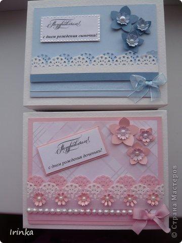 На прошлой неделе на своей страничке я выкладывала детские открытки: для девочки- платьице и туфельки, для мальчика - комбинезон и пинетки.... Моим родственникам сами открытки понравились, но сказали что они как бы недооформлены, нужна какая-то подставочка или коробочка для них, вот я и сделала коробочки в той же цветовой гамме, что и открытки, теперь все это в комплекте имеет законченный вид. Размер коробочек 12Х15 см., высота 6см.