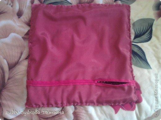 Эта подушка выполнена с использованием узора цветочек.  фото 19