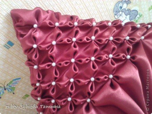 Эта подушка выполнена с использованием узора цветочек.  фото 20