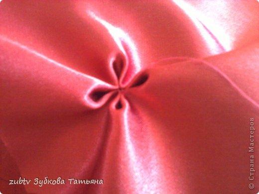 Эта подушка выполнена с использованием узора цветочек.  фото 6