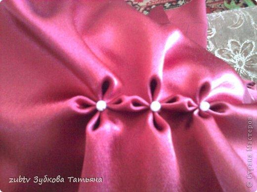Эта подушка выполнена с использованием узора цветочек.  фото 8