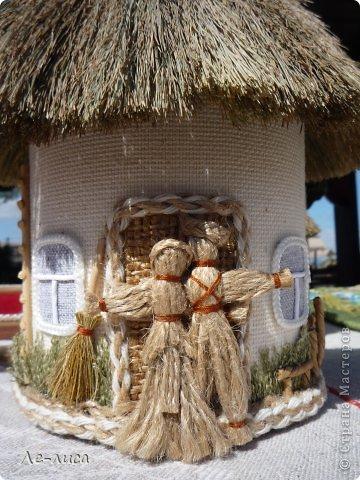 Атамань- это этно-туристический комплекс в Краснодарском крае, живописная казачья станица на берегу Чёрного моря. Очень люблю туда ездить, вот и в этом году мне посчастливилось побывать в Атамани на празднике. Сегодня я хочу показать вам сувениры с кубанской тематикой и познакомить с некоторыми мастерами, живущими в нашем крае. С самой же станицей я познакомлю вас в следующей теме. фото 23