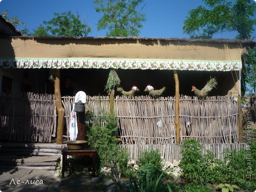 Атамань- это этно-туристический комплекс в Краснодарском крае, живописная казачья станица на берегу Чёрного моря. Очень люблю туда ездить, вот и в этом году мне посчастливилось побывать в Атамани на празднике. Сегодня я хочу показать вам сувениры с кубанской тематикой и познакомить с некоторыми мастерами, живущими в нашем крае. С самой же станицей я познакомлю вас в следующей теме. фото 8
