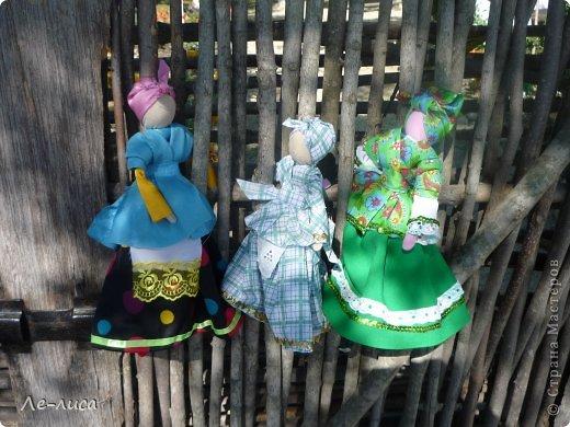 Атамань- это этно-туристический комплекс в Краснодарском крае, живописная казачья станица на берегу Чёрного моря. Очень люблю туда ездить, вот и в этом году мне посчастливилось побывать в Атамани на празднике. Сегодня я хочу показать вам сувениры с кубанской тематикой и познакомить с некоторыми мастерами, живущими в нашем крае. С самой же станицей я познакомлю вас в следующей теме. фото 9