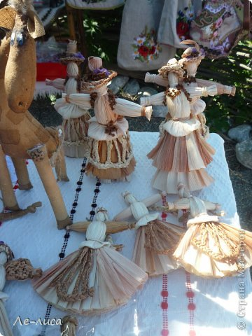 Атамань- это этно-туристический комплекс в Краснодарском крае, живописная казачья станица на берегу Чёрного моря. Очень люблю туда ездить, вот и в этом году мне посчастливилось побывать в Атамани на празднике. Сегодня я хочу показать вам сувениры с кубанской тематикой и познакомить с некоторыми мастерами, живущими в нашем крае. С самой же станицей я познакомлю вас в следующей теме. фото 3