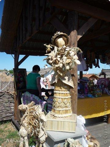 Атамань- это этно-туристический комплекс в Краснодарском крае, живописная казачья станица на берегу Чёрного моря. Очень люблю туда ездить, вот и в этом году мне посчастливилось побывать в Атамани на празднике. Сегодня я хочу показать вам сувениры с кубанской тематикой и познакомить с некоторыми мастерами, живущими в нашем крае. С самой же станицей я познакомлю вас в следующей теме. фото 10