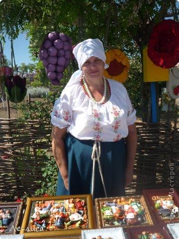 Атамань- это этно-туристический комплекс в Краснодарском крае, живописная казачья станица на берегу Чёрного моря. Очень люблю туда ездить, вот и в этом году мне посчастливилось побывать в Атамани на празднике. Сегодня я хочу показать вам сувениры с кубанской тематикой и познакомить с некоторыми мастерами, живущими в нашем крае. С самой же станицей я познакомлю вас в следующей теме. фото 20