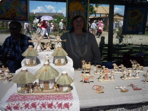 Атамань- это этно-туристический комплекс в Краснодарском крае, живописная казачья станица на берегу Чёрного моря. Очень люблю туда ездить, вот и в этом году мне посчастливилось побывать в Атамани на празднике. Сегодня я хочу показать вам сувениры с кубанской тематикой и познакомить с некоторыми мастерами, живущими в нашем крае. С самой же станицей я познакомлю вас в следующей теме. фото 16